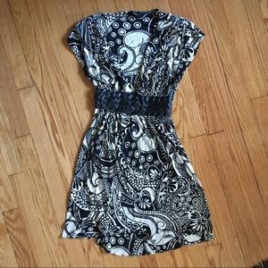 Sky low-cut paisley dress with belt